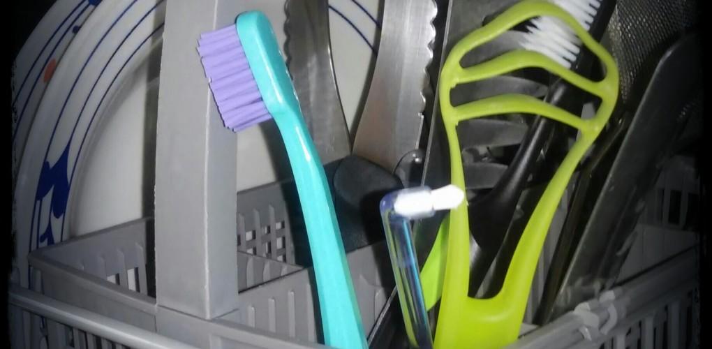 Come pulire lo spazzolino da denti?